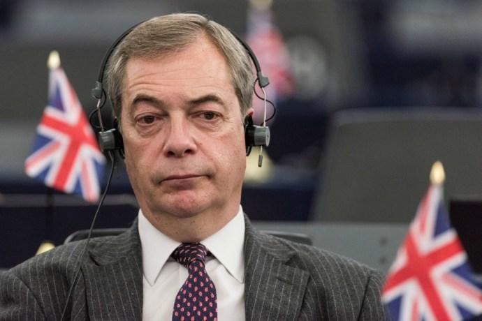 Farage Maynek: válság lesz, ha meghajol Soros előtt