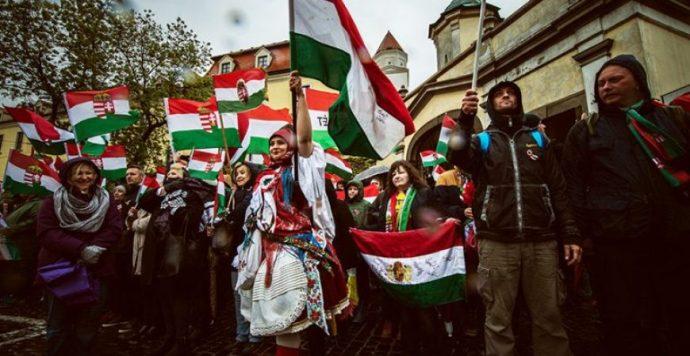 A himnuszos tüntetés szervezői rendre utasították Boris Kollár pártjának képviselőjét