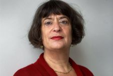 A soáipar legnagyobb hollandiai papnőjének elege lett a holokauszt maszatolásából: kémény helyett az ablakon át távozott