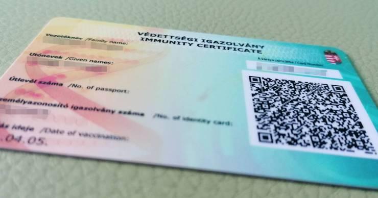 Kormánytisztviselők ellen emeltek vádat okirat hamisítása miatt, védettségit akartak szerezni