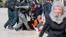 Az izraeli hadsereg rátámadt az Eid Al-Ahda ünnepre összegyűlt hívőkre az Al-Aqsa mecsetnél