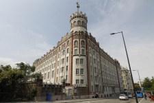 Szívroham miatt csúszhat a Postapalota elkótyavetyéléséről szóló büntetőper