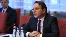 Várhelyi Olivért felvértezték a magyar diplomácia titkos fegyverével