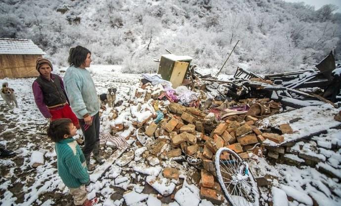 """""""Bizonyára megvolt az oka a történteknek, de akkor sem ez a megoldás"""": lerombolták a cigányok által önkényesen elfoglalt házat"""