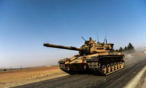Török harckocsik lépték át a szír határt