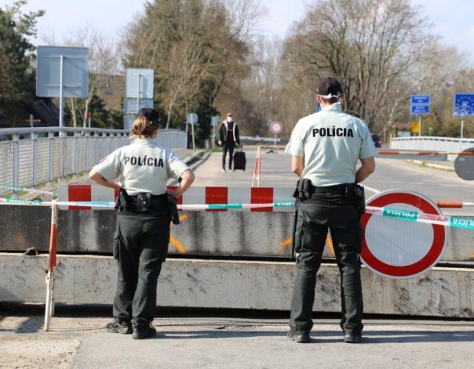 10 036 rendőr felügyelt a rendre a járvány okozta válság idején