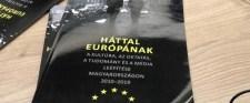Háttal Európának?