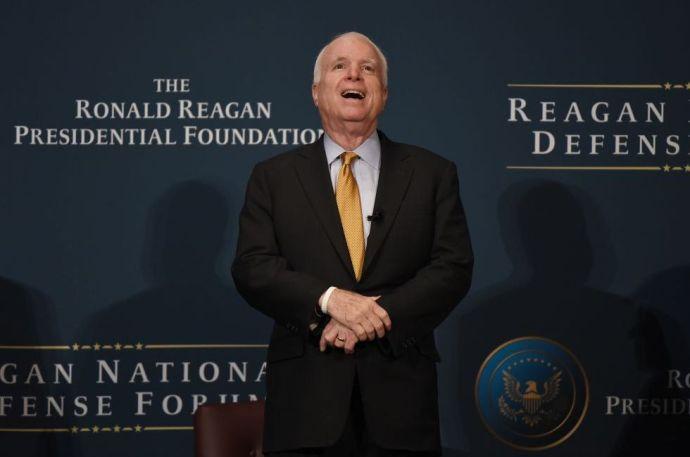 McCain tovább tombol