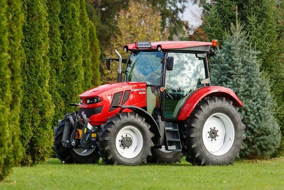 Szászrégenben elkezdõdött az elsõ román traktor sorozatgyártása