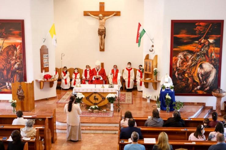 Krisztus átölel minket a szeretetével – Erdő Péter szentmiséje Budapest-Kőbányán