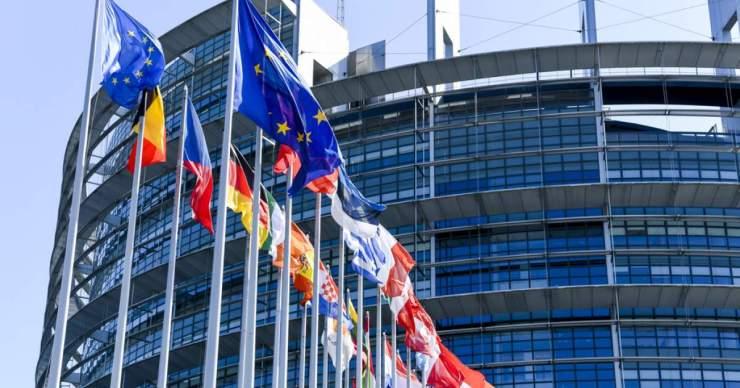 Az Európai Parlament kész az uniós bíróság elé vinni az Európai Bizottságot jogállamiság ügyben