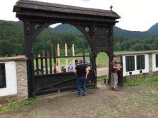 Borboly szerint a dormánfalvi polgármester törvénytelenül kijavíttatta az úzvölgyi temetõ kapuját