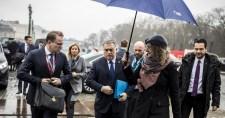 Orbánék a döntés előtt kilépnek a Néppártból?