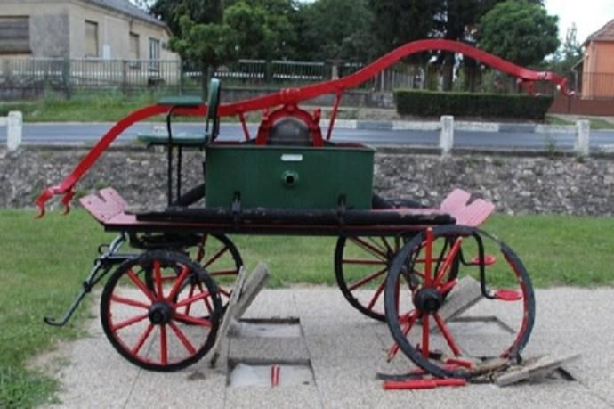 """19. századi tűzoltó lovaskocsit rongált meg két császári """"fiatal"""""""