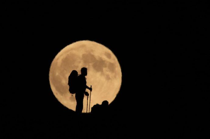 Mesterséges holdakkal világítanák Kínában