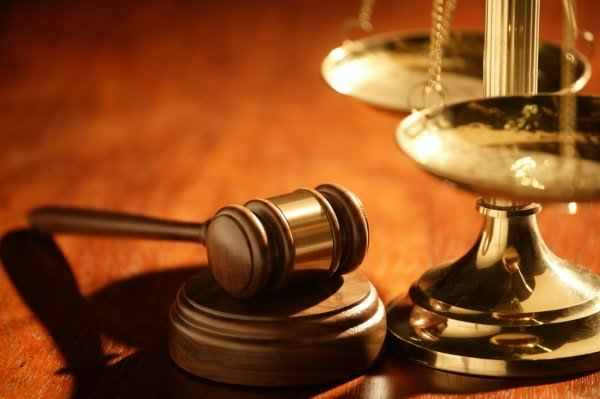 Ezek az emberek döntenek a sorsunkról: több százmilliós csalással gyanúsítanak egy volt bírót