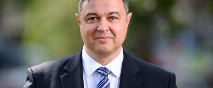 Szentesi Zöldi László: Tolvajok bálja