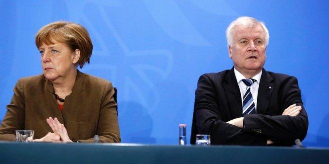 Nem sok hiányzik a szakításhoz – Elmérgesedett a Merkel-Seehofer menekültügyi vita