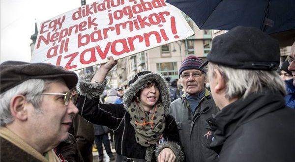 A beteg demokráciákkal szembeni ellenállás Európában – Az EP-ben ekéztek minket Soros civiljei