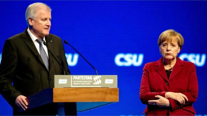 Seehofer csak a betolakodók egy részét nem engedné be, de még így is összeakadt a bajsza Merkellel