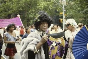 Kolumbusz helyett transznemű hősnek akarnak szobrot