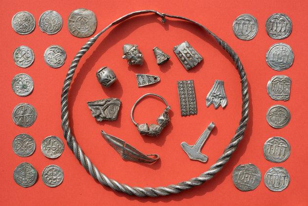 Kékfogú Harald korából származó páratlan ezüstkincsre bukkant egy kisfiú Dániában