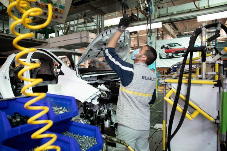 Autógyártás globális chiphiány idején: Beépített navigáció nincs, újra divat az analóg sebességmérő