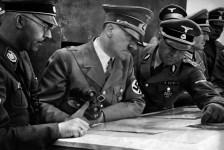 Egy SS-Standartenführer tájékoztatja a csapatok előrenyomlásáról Himmlert és Hitlert a lengyel hadjárat alatt (1939 ősz)