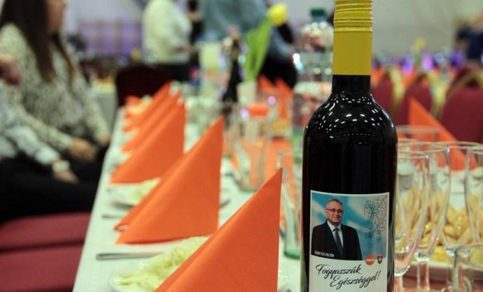 Állt a bál Kazincbarcikán – több mint ötszáz főt vendégelt meg a fideszes jelölt