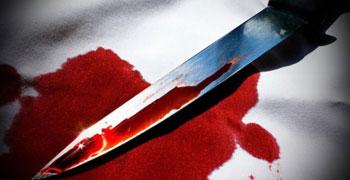 Nyakon szúrták, elgázolták az apát – vádemelés a 49 éves feleség, és a 19 éves lánya ellen