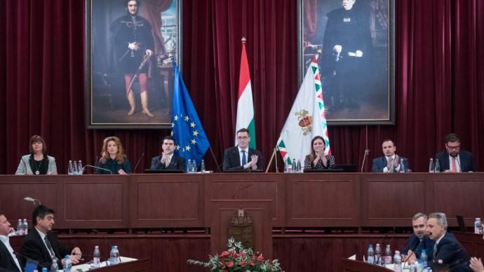 Közlekedési kérdések és az állammal kötött szerződések a napirenden