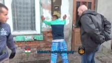 Ilyen ez a rasszista rendőrség: még az egészséges bioéletmód miatt is üldözi a felzárkózás útját keresőket