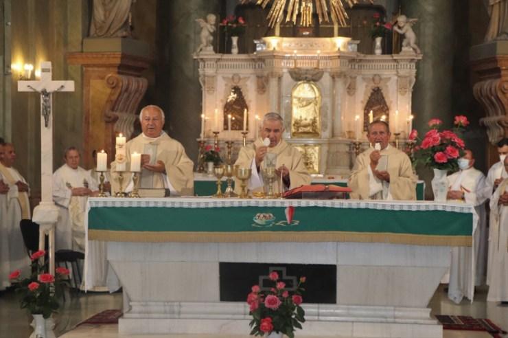 Hármas papszentelési évfordulót ünnepeltek Máriaradnán