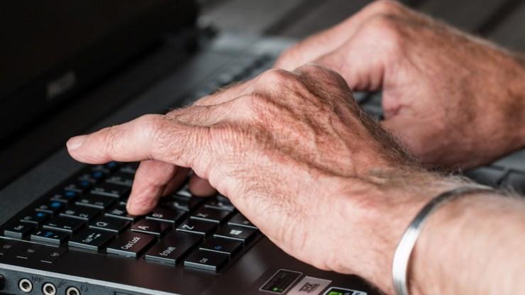 Plusz pénzt kapnak a nyugdíjasok pénteken