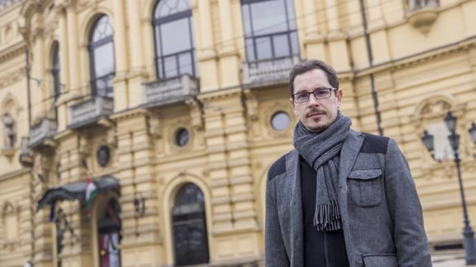 Videó a pusztításról: letépte a vihar a Nemzeti Színház tetejét Szegeden