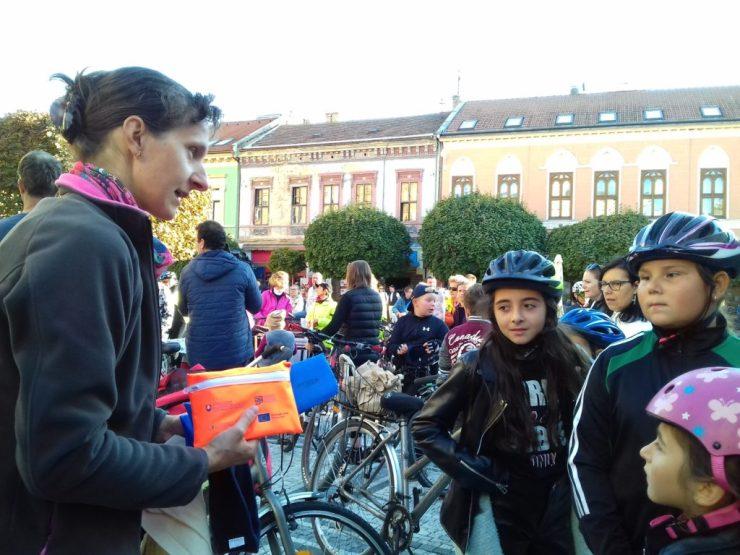 Kerékpáron Komárom utcáin Bujna Zoltán vezetésével