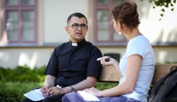 """""""Térjetek vissza Jézushoz"""" – egy iraki pap megrendítő tanúságtétele"""