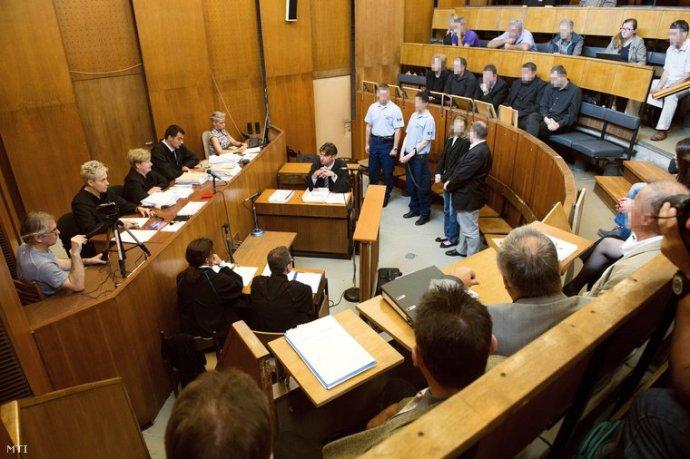 Földbe döngölte a bíró Rezesova volt szakértőjét