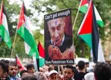 """""""Heil Hitler!"""", tojás- és konzervdobálás a zsidónegyedben – világszerte erősödik az ellenszenv a gyermekgyilkos nép iránt"""