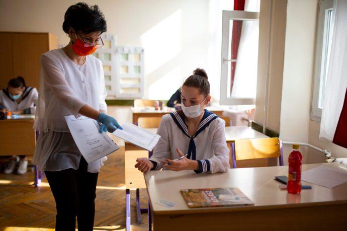 Dúró: vissza kell engedni az érettségire készülő diákokat a tanterni oktatásba