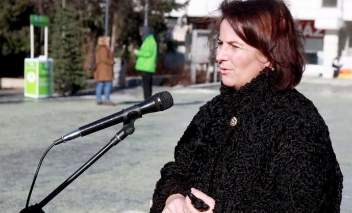 Drága bundái miatt támadta a Jobbik képviselőjét a Habony-média, odaajándékozta őket a Magyar Ökumenikus Segélyszervezetnek