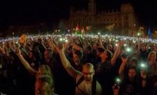 28 éves rekord: a külföldi sajtópatkányokat most először nem zavarták az Árpád-sávos zászlók