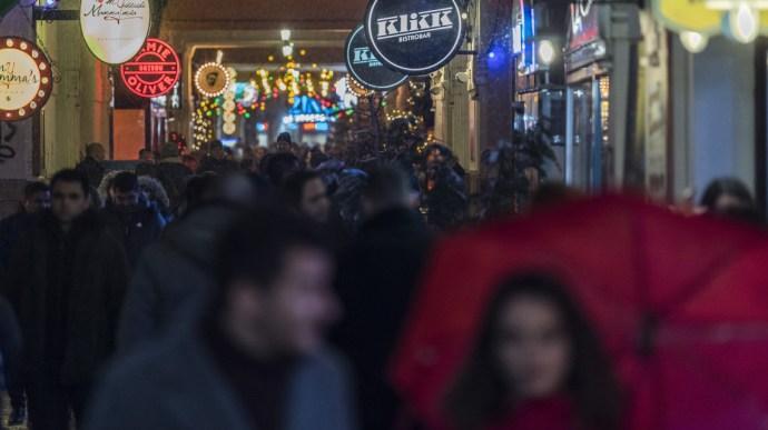 """Zombiország lettünk: """"Híre ment az angol turisták körében, hogy Budapesten mindent lehet"""""""