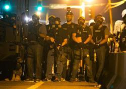 Már éjszakai kijárási tilalom van a négerek lázadozása miatt