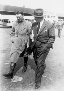Adolf Hitler és Hermann Göring a választási kampány idején a berlini Tempelhof repülőtéren (1932. április 3.)