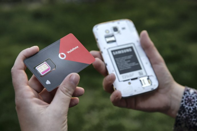 Ingyen kell függetleníteniük a készülékeiket a mobiltelefon-szolgáltatóknak