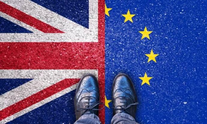 Március 30-án indul Nagy-Britanniában a külföldi EU-polgárok letelepedési engedélyezési rendszere