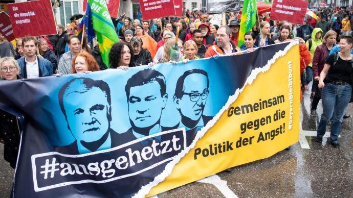 Ezúttal Münchenben hordta össze a szél a demokrata szemetet