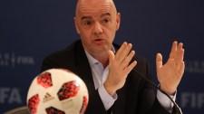 Posztján maradhat a FIFA-elnök