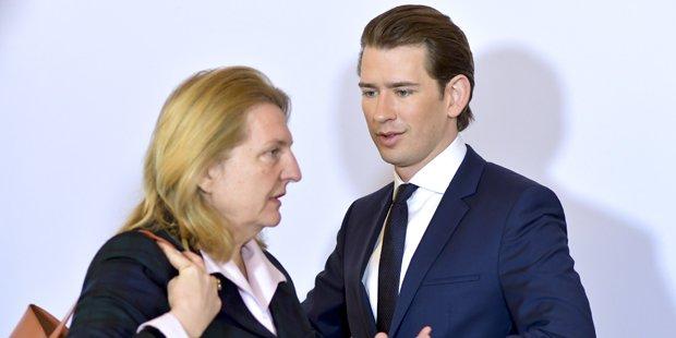 Kurzék: nem fogunk orosz diplomatát kiutasítani!